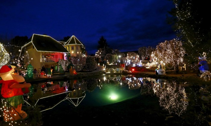 This Is What Over Half A Million Christmas Lights Look Like (11 pics)