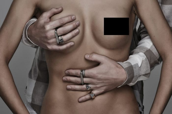 This Jewelry Company Is Using Naked Women To Get People's Attention (8 pics)