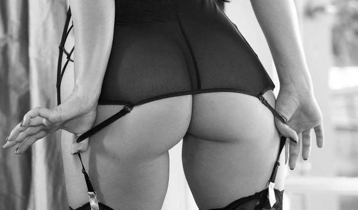 женские попки голые фото