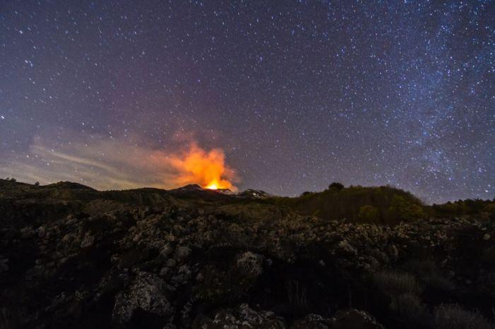 Mount Etna Shoots Lava 1KM Up During Massive Eruption (10 pics)