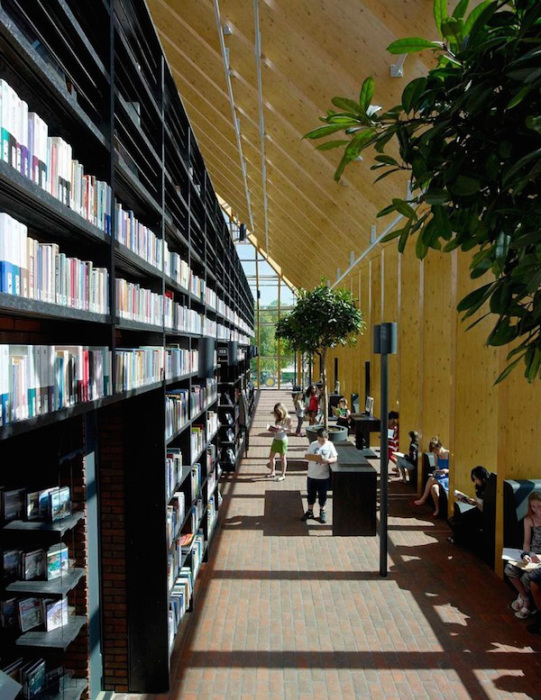 The Netherlands Has A Libary That's Like A Giant Mountain Of Books (10 pics)