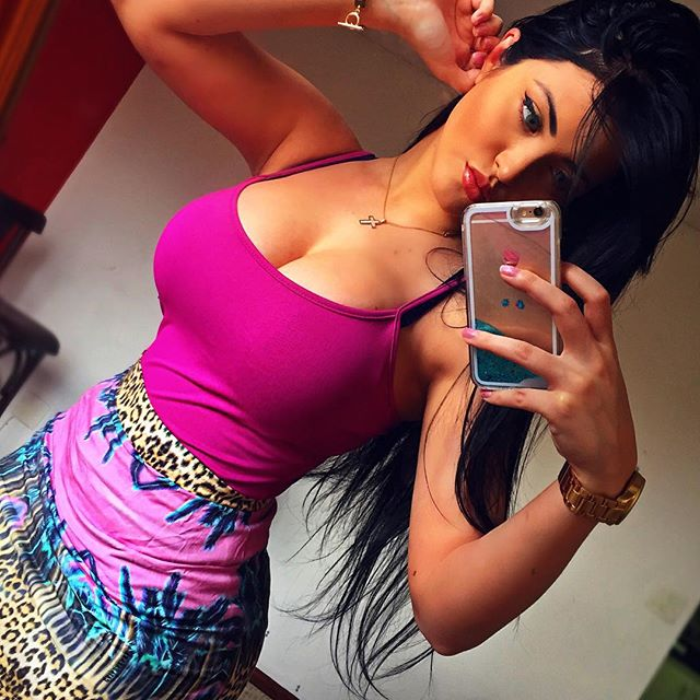 Claudia Alende Is Drop Dead Sexy And Looks Almost Identical To Megan Fox (22 pics)
