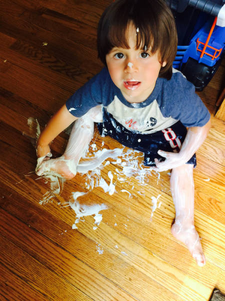 Kids Do The Most Ridiculous Things (33 pics)