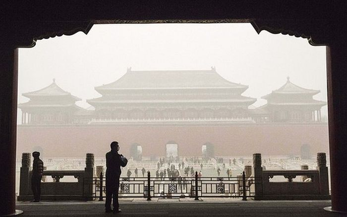 Shocking Photos Show The Devastating Air Pollution In Beijing (10 pics)