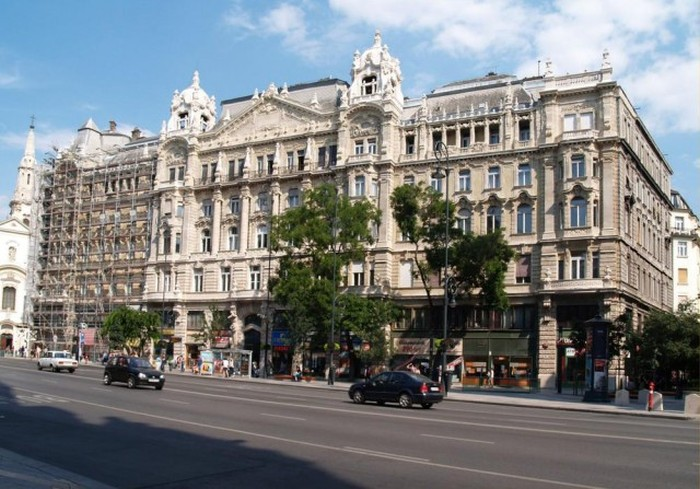 Budapest Building Cleanings, Before And After (4 pics)
