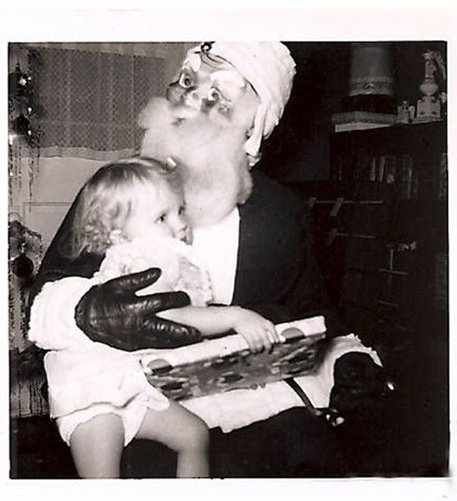 Photos Of Santa That Will Fill You With Fear Not Holiday Cheer (21 pics)