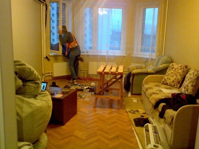 How To Install An Air Conditioner On The 10th Floor Like A Pro (3 pics)