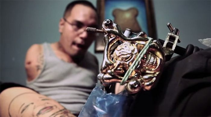 Meet Brian Tagalog The Man Who Creates Tattoos With His Feet (7 pics)