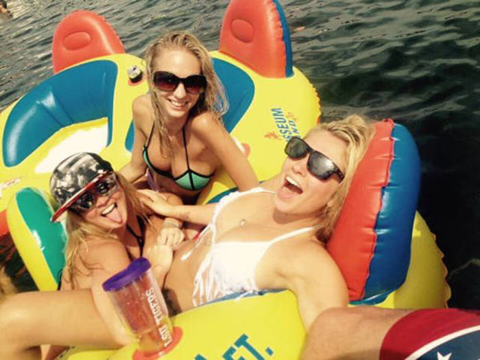 Alcohol Helps Create Fun Nights And Miserable Mornings (50 pics)