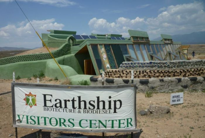 Everyone Wants To Live In An Earthship (16 pics)