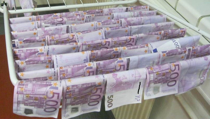 Two Lucky Men Found 100,000 Euros In The Danube River (7 pics)