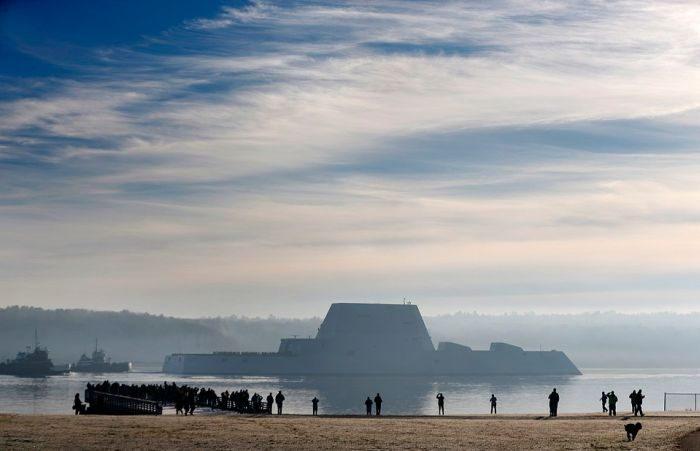 The US Navy's Newest Stealth Destroyer Is Their Largest Ever (9 pics)