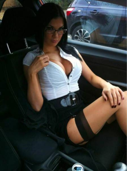 You Have To Appreciate A Girl That Knows How To Make Glasses Look Sexy (50 pics)