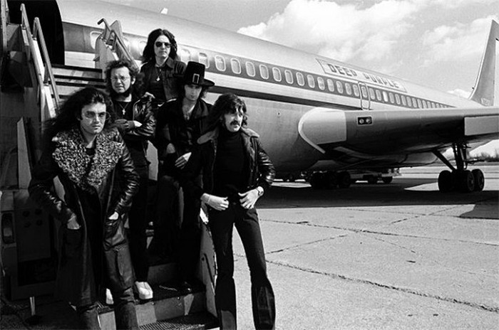 See How The World's Most Famous Rock Stars Get From Place To Place (27 pics)
