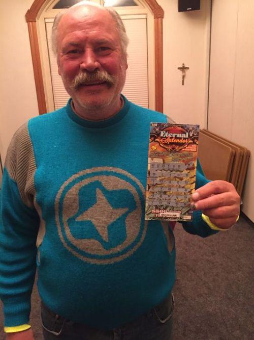 Homeless Man Wins Big Jackpot After Buying A $10 Scratch Ticket (2 pics)