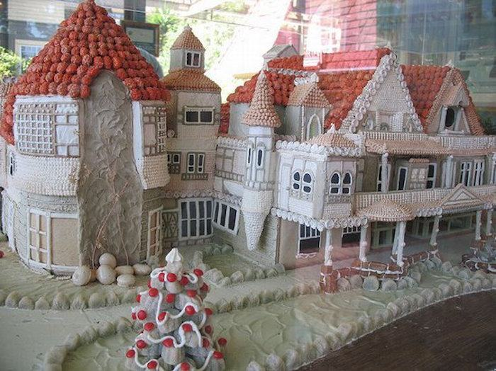 Unconventional Ginger Bread Houses That Turned Up The Awesome (16 pics)
