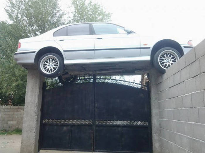 Good Luck Trying To Explain What The Heck Is Happening Here (51 pics)