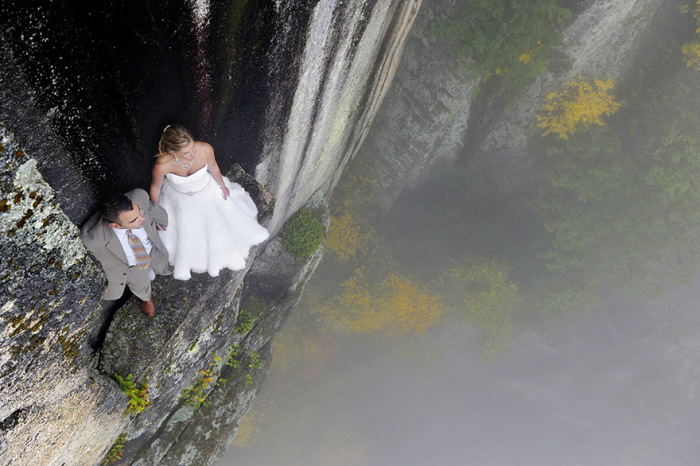 Couple Takes Extreme Wedding Photos On The Edge Of A Cliff (12 pics)