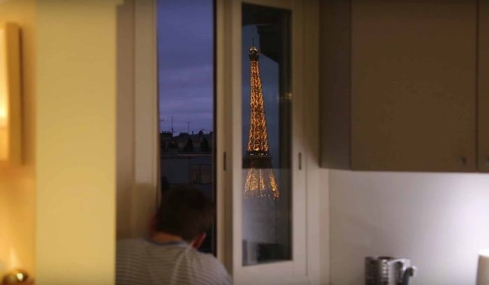 A Homemade Periscope Allows This Man To See The Eiffel Tower From His Bed (12 pics)