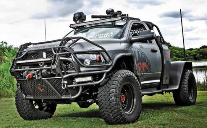 If A Zombie Apocalypse Ever Happens This Truck Would Be Perfect For It (7 pics)