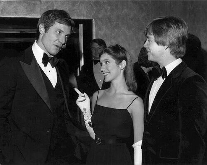 Looking Back On The Star Wars Premiere Back In The Day And Today (6 pics)