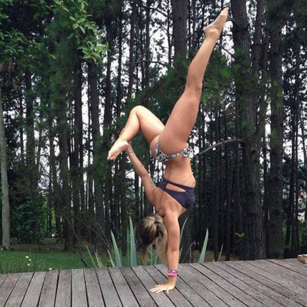 Beautiful Women Show Off Their Sexy Stretching Skills (42 pics)