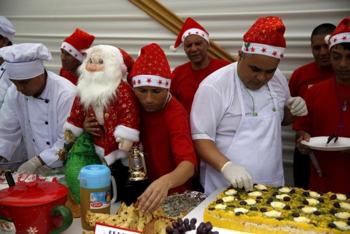 Inmates Celebrate Christmas In A Peruvian Prison (17 pics)