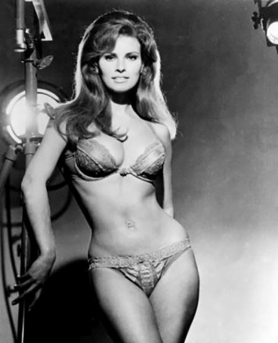 Looking Back On The Hottest Sex Symbols From The Last Century (24 pics)