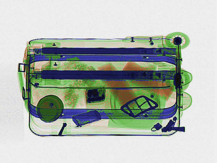 There's Contraband In These Airport Baggage X-Rays, Can You Find It? (16 pics)