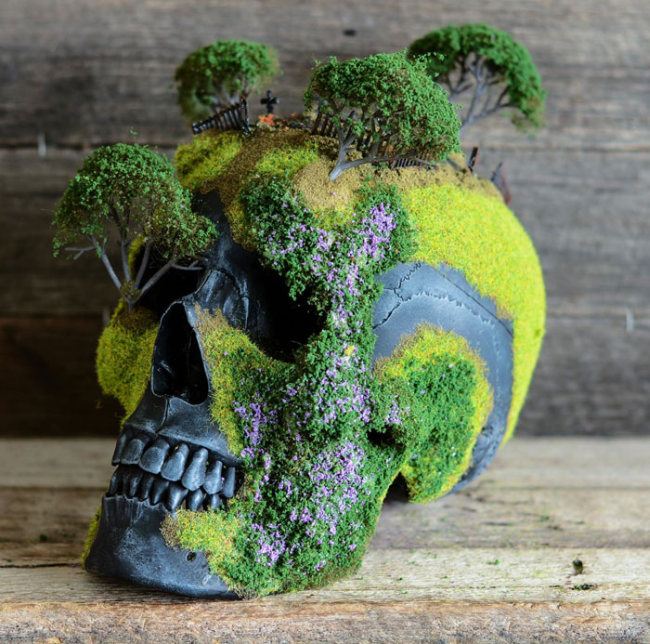 Creep Up Your Living Room With A Bonsai Skull (8 pics)
