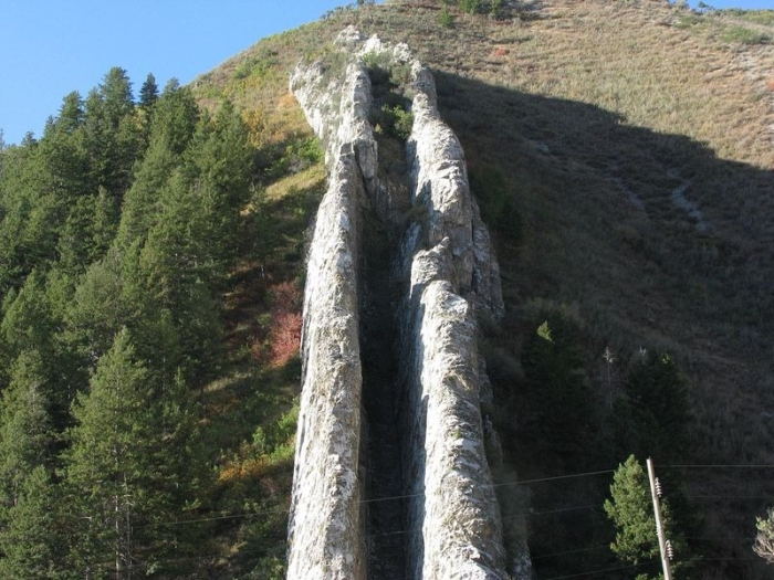 Are You Brave Enough To Ride On The Devil's Slide (5 pics)