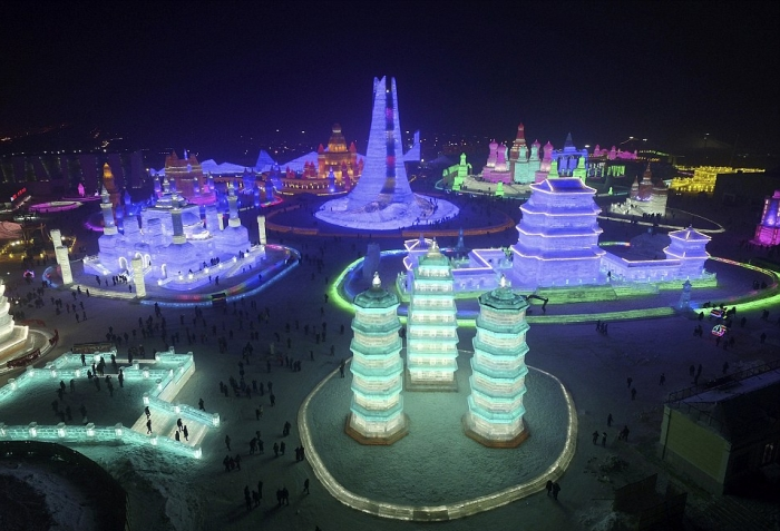 China's Winter Festival Lights Up The Night Sky (15 pics)