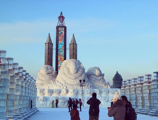 China's Winter Festival Lights Up The Night Sky (15 pics)