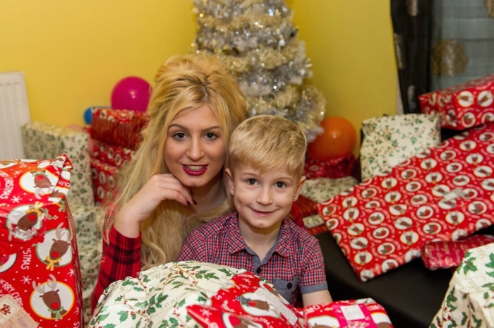 Mom Becomes A Porn Star So She Can Buy Christmas Gifts For Her Son (10 pics)