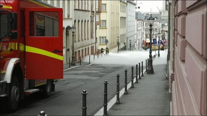White Fog Creeps Through The Streets Of Germany (6 pics)