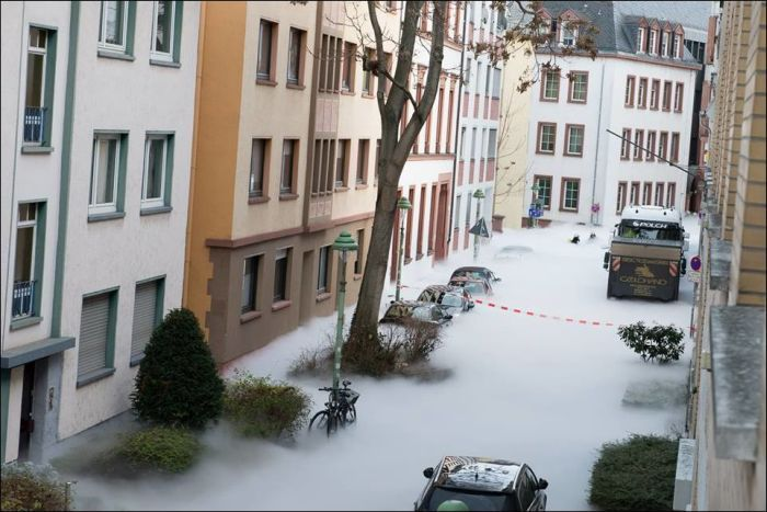 White Fog Creeps Through The Streets Of Germany (6 pics)