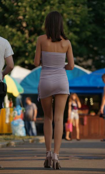 You Can See Some Sexy Women While Walking The City Streets (45 pics)