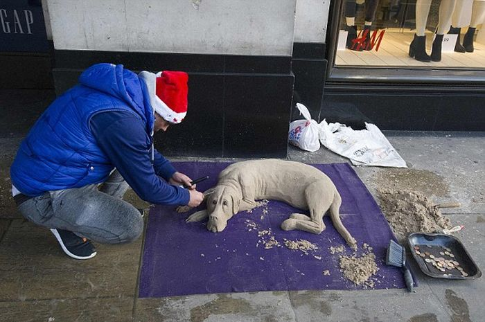 Street Artist Creates Realistic Dog Sculpture Out Of Sand (11 pics)