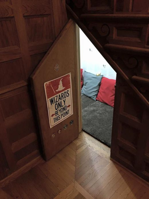 Mom Transforms Room Under The Stairs Into A Harry Potter Hideaway (5 pics)