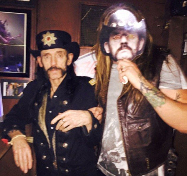 The Last Pictures Taken Of Lemmy Kilmister From Motorhead Before He Passed (2 pics)