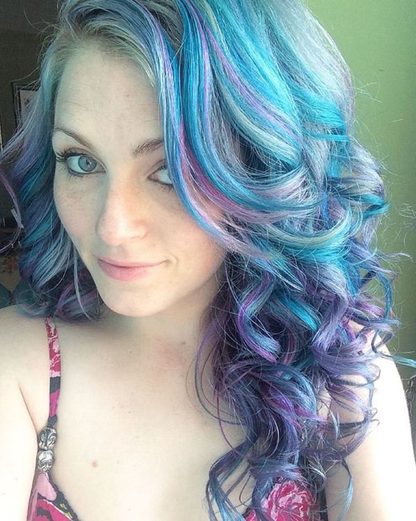 Hairstylist Takes You Behind The Scenes Of Social Media Selfies (7 pics)