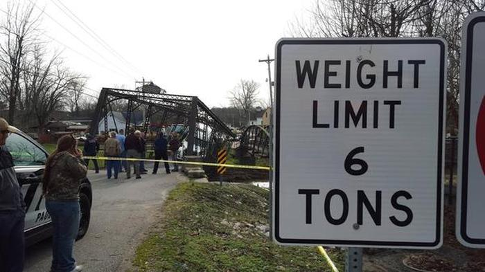 Woman Destroys Bridge With An Overweight Truck (6 pics)