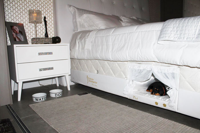Inside This Bed There's A Tiny Place Where Your Pet Can Sleep (6 pics)