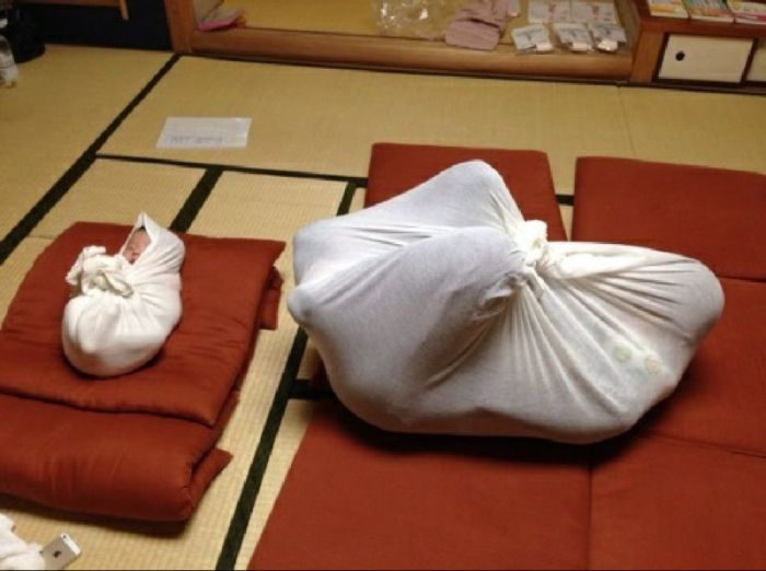This Class In Japan Has A Unique Approach To Swaddling Children (10 pics)