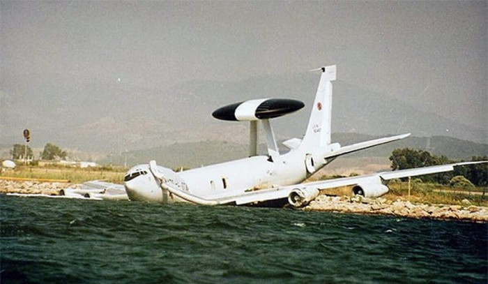 Aircraft Accidents Can Come Out Of Nowhere (65 pics)