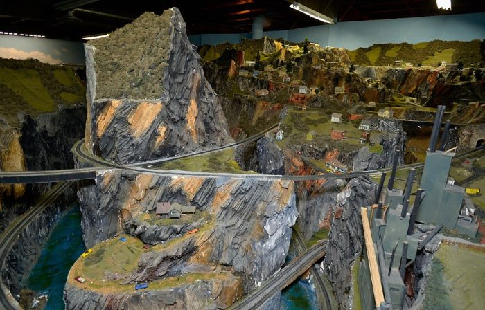 This Is The World's Largest Model Railroad (16 pics)