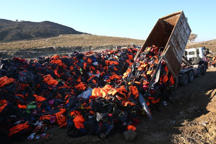 Refugees Use Life Jackets To Display A Message Of Peace On A Greek island (7 pics)