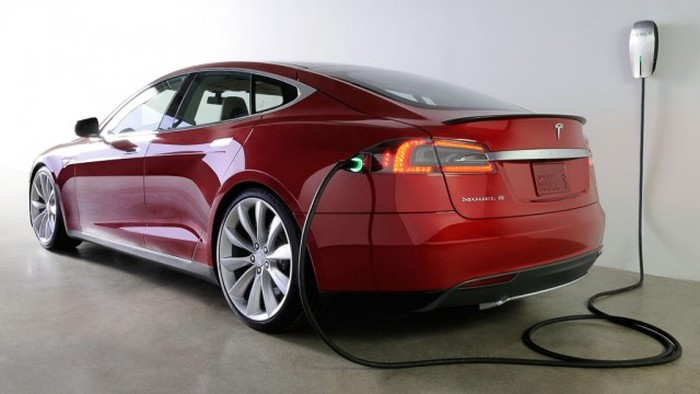 Tesla Model S Burns To The Ground In Norway (2 pics + video)