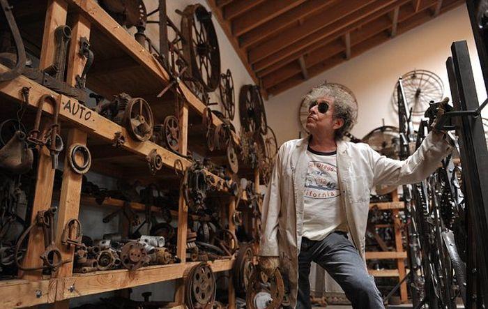 Bob Dylan Uses Scrap Metal To Make Big Iron Gates In His Free Time (5 pics)