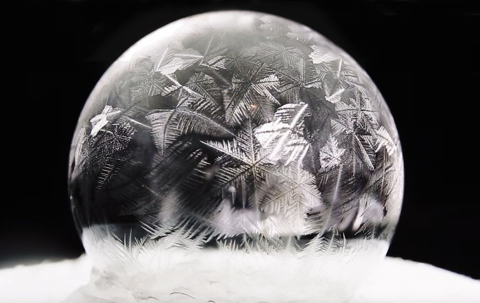 Photographer Captures Soap Bubbles Freezing In Warsaw, Poland (5 pics)